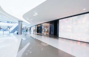 Cómo es la arquitectura de centros comerciales como Paseo Arcos Bosques_abraham cababie daniel