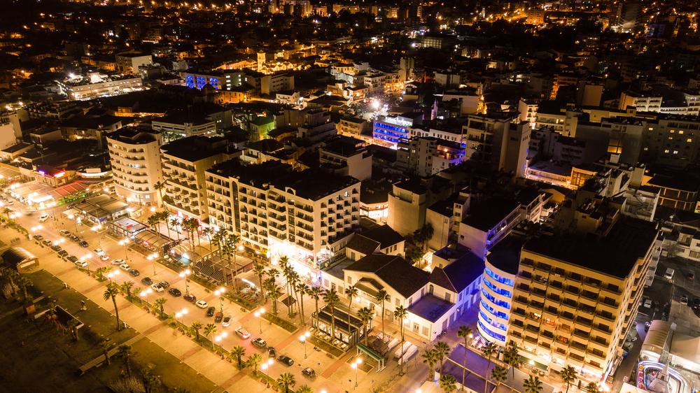 Hoteles cercanos a un desarrollo comercial